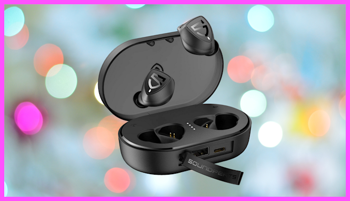 These SoundPEATS are Apple earbud competitors—an they're on sale! (Photo: Amazon)