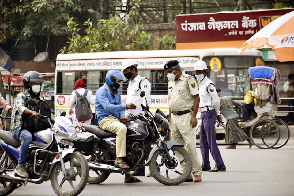 PATNA, INDIA - MAY 11: Police personnel stopping every vehicles at Kargil Chowk amid total lockdown imposed to curb the spread of Covid-19 on May 11, 2021 in Patna, India. The number of new Covid-19 cases continued to fall on the fourth consecutive day as only 10,174 people tested positive in the state in the past 24 hours on Monday. As per the official data, 10,01,12 samples were tested, taking the positivity rate down to 10.11%.(Photo by Santosh Kumar/Hindustan Times via Getty Images)