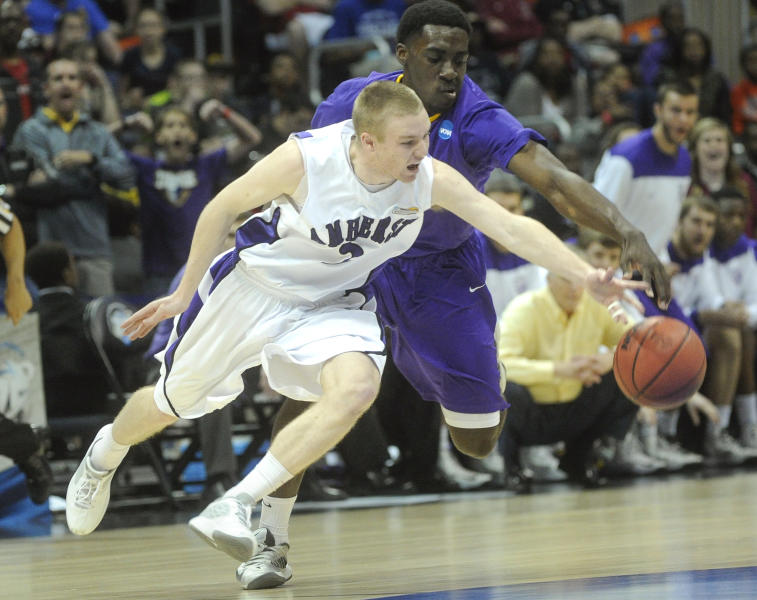 Amherst guard Aaron Toomey, front, and Mary Hardin-Baylor guard Brian Todd vie for a loose ball during the first half of the NCAA college Division lll national championship basketball game on Sunday, April 7, 2013, in Atlanta. (AP Photo/John Amis)