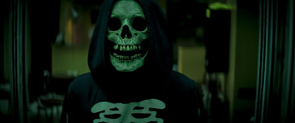 """Skull Mask, the first villain who appears in """"Fear Street Part 1: 1994,"""" is an ode to Ghostface from """"Scream."""""""