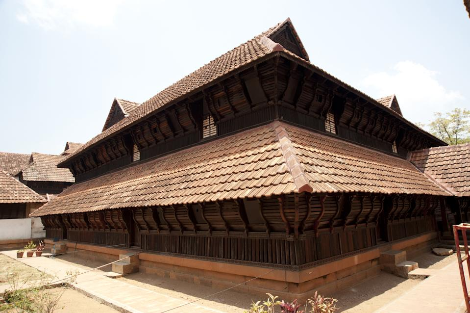 The top floor (called upparikka malika) served as the worship chamber of the royal household. Its walls are covered with exquisite 18th century murals, depicting scenes from the puranas, and also few scenes from the social life of the Travancore of that time.