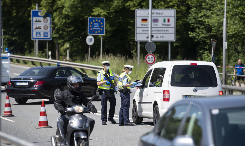 FREILASSING, GERMANY - MAY 18: German federal police at the control station Saalbruecke between German Freilassing and Austrian Salzburg on May 18, 2020 at Freilassing, Germany. Germany authorities are no longer checking every car seeking to enter, though drivers are still required to have a strong reason to cross the border. The border, which had been semi-closed as a measure to stem the spread of the coronavirus, is to be fully reopened on June 15. (Photo by Lukas Barth-Tuttas-Pool/Getty Images)