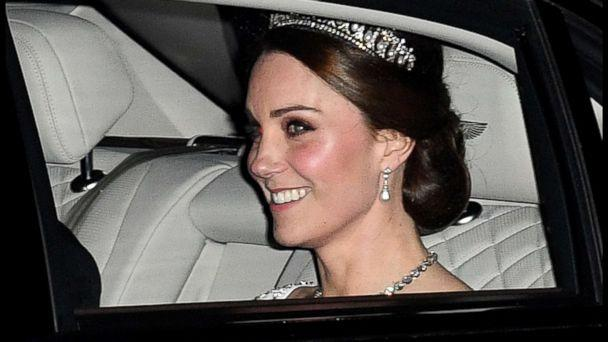 PHOTO: Kate Middleton leaves Kensington Palace to attend the Queen's Diplomatic Reception at Buckingham Palace in London, Dec. 5, 2017. (Andrew Parsons/i-Images/Polaris)