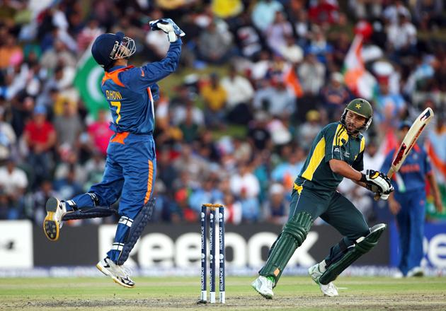 Shahid Afridi of Pakistan looks behind to see he has been caught out by Mahendra Singh Dhoni of India  during the ICC Champions Trophy group A match between India and Pakistan at Centurion on September 26, 2009 in Centurion, South Africa.  (Photo by Tom Shaw/Getty Images) *** Local Caption *** Shahid Afridi;Mahendra Singh Dhoni