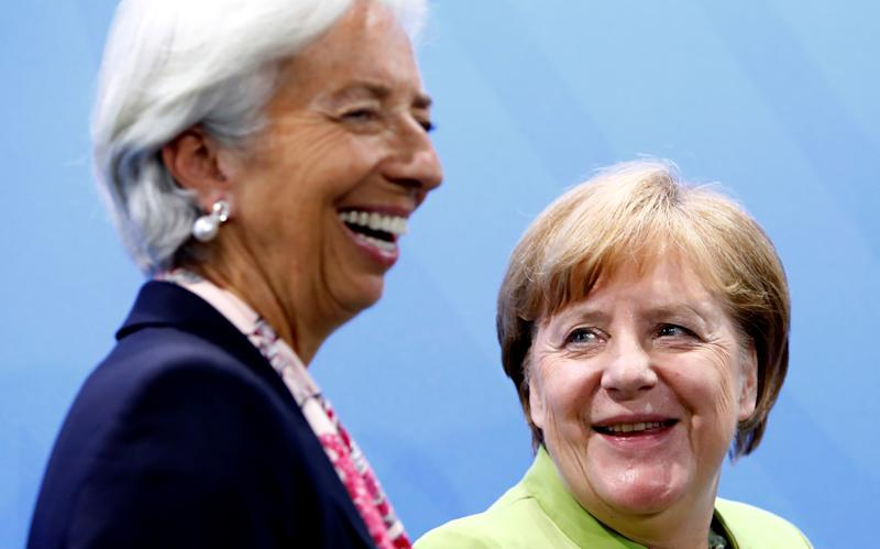 Christine Lagarde, Managing Director of the International Monetary Fund (WMF) and German Chancellor Angela Merkel attend a news conference after a meeting in the chancellery in Berlin, Germany, June 11, 2018. REUTERS/Michele Tantussi