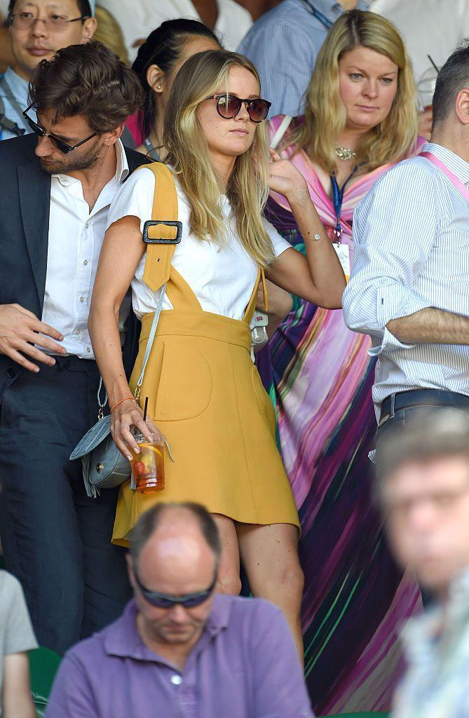<p>The actor wore a mustard yellow dungaree dress. </p>