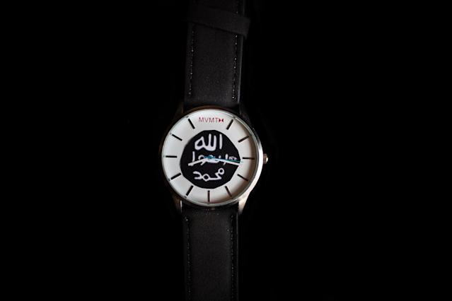 <p>Close-up of a ISIS´s watch found on a dead militant. West Mosul. Iraq. July 3, 2017. (Photograph by Diego Ibarra Sánchez / MeMo) </p>