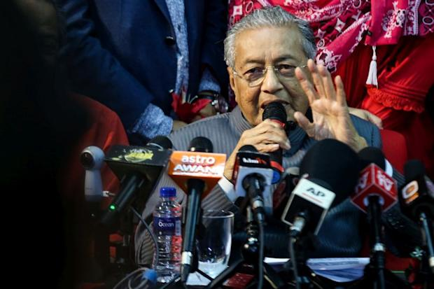 Dr M said Hadi has zero political knowledge and is unfit to lead any government. — Picture by Ahmad Zamzahuri