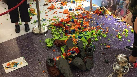 Boy knocks over $15K LEGO statue 1 hour after unveiling