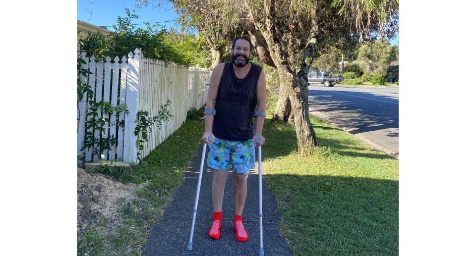 Brett Arthur is learning to walk again after battling cancer but has been refused access to rehabilitation services in Queensland, just 20 minutes from his home in northern NSW, following a snap lockdown. Source: Supplied
