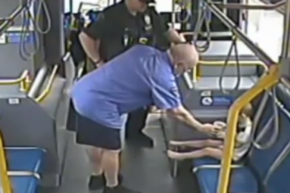 Bus driver hailed hero after savig boy wandering on busy road in Oregon