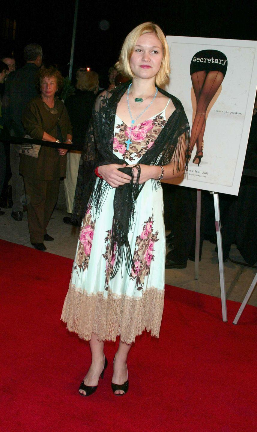 <p>Julia threw a fringed shawl on top of a floral tea-length dress when attending the premiere of her movie <em>Secretary</em>, because why not?!</p>