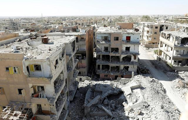 <p>Destroyed buildings are pictured in a residential district at the frontline in Raqqa, Syria, Oct. 16, 2017. (Photo: Erik De Castro/Reuters) </p>