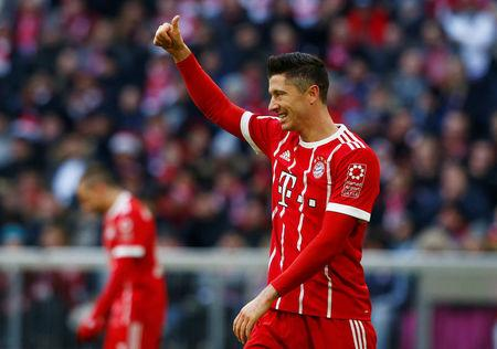 Soccer Football - Bundesliga - Bayern Munich vs Werder Bremen - Allianz Arena, Munich, Germany - January 21, 2018   Bayern Munich's Robert Lewandowski gestures to a teammate   REUTERS/Michaela Rehle