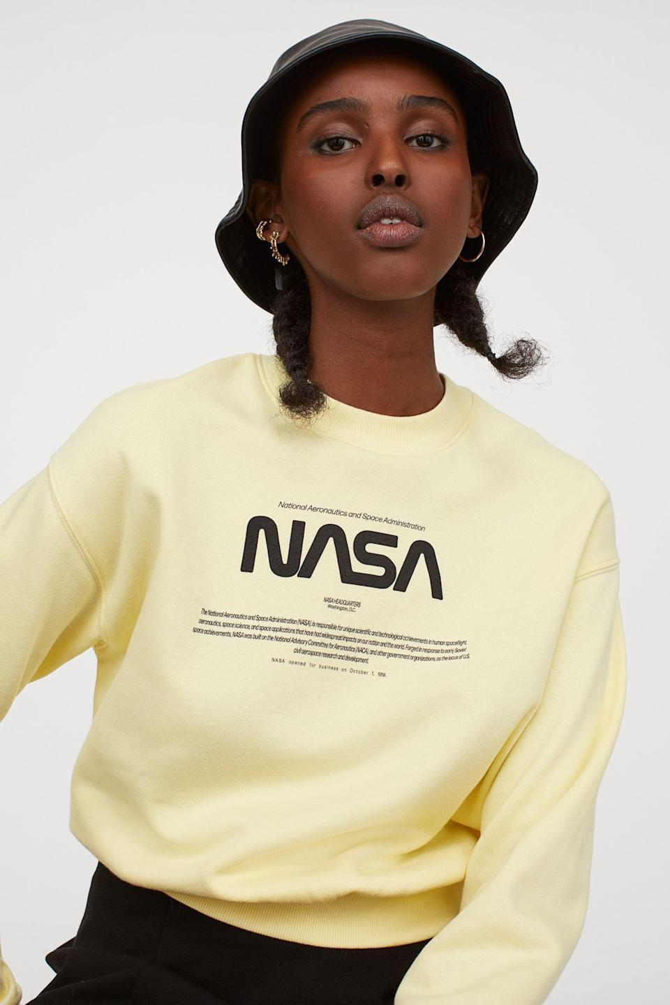 <p>I like the casual and cool vibe of this <span>Sweatshirt</span> ($10).</p>