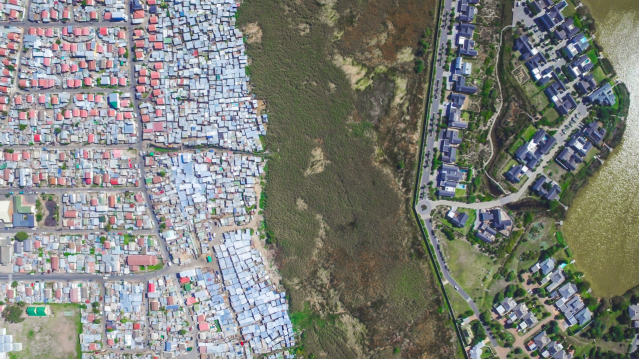 <p>Greenery separates the rich from the poor in Cape Town (MediaiDrumWorld/Johnny Miller) </p>
