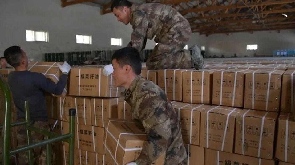 People's Liberation Army soldiers deliver essential goods to troops along the border with India as both sides seek to shore up their defences for winter. Photo: CCTV