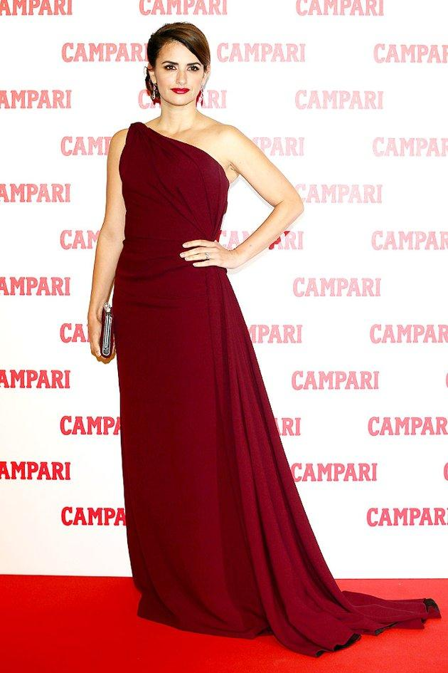 Penelope Cruz always appears effortlessly elegant on the red carpet. On this occasion -- at a Campari cocktail party in Milan -- the Spanish siren kept things relatively simple -- yet incredibly chic -- in a side bun, Chopard jewels, and merlot-hued Armani Prive masterpiece that featured a single shoulder and short train. Flawless, right? (11/13/2012)