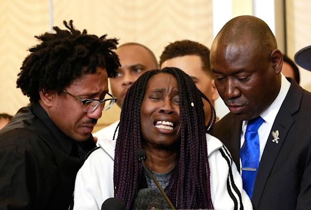 <p>A tearful Sequita Thompson, center, discusses the shooting of her grandson, Stephon Clark, during a news conference, Monday, March 26, 2018, in Sacramento, Calif. Clark, who was unarmed, was shot and killed by Sacramento police officers who were responding to a call about person smashing car windows a week ago. Thompson was accompanied by Clark's uncle, Curtis Gordon, left, and attorney Ben Crump, right. (Photo: Rich Pedroncelli/AP) </p>
