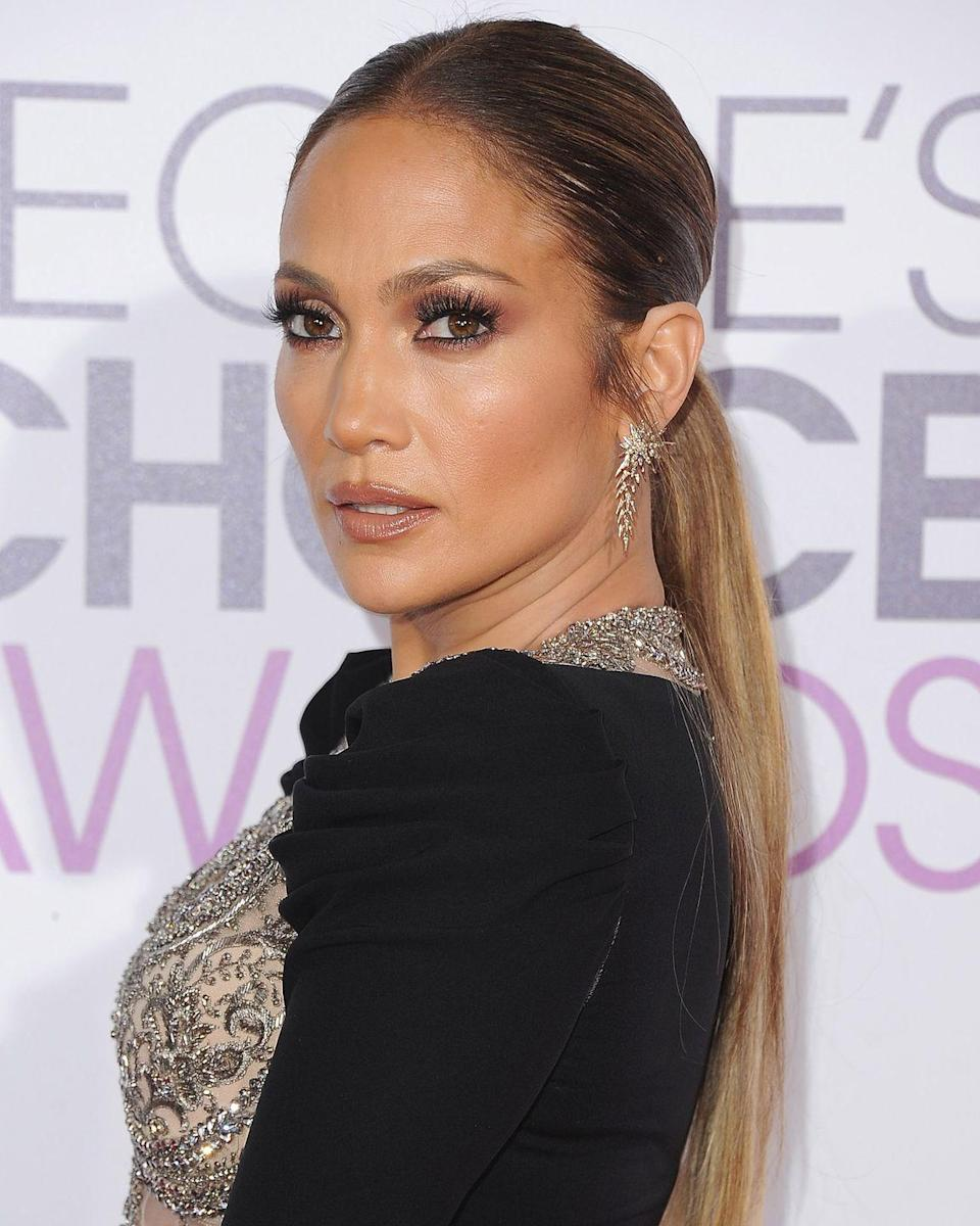 """<p>It's <a href=""""http://www.thesmokinggun.com/backstage/divas/jennifer-lopez-0#lightbox-popup-1"""" rel=""""nofollow noopener"""" target=""""_blank"""" data-ylk=""""slk:all-white everything"""" class=""""link rapid-noclick-resp"""">all-white everything</a> for Lopez. Her rider says all objects, from the curtains down to the candles, must be the creamy shade.</p>"""