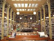 """<p>Book lovers will love visiting the <a href=""""https://providenceathenaeum.org/"""" rel=""""nofollow noopener"""" target=""""_blank"""" data-ylk=""""slk:Providence Athenaeum"""" class=""""link rapid-noclick-resp"""">Providence Athenaeum</a>, which is one of the longest-standing member-run libraries in America and was once a favorite of Edgar Allen Poe and HP Lovecraft. (Flickr photo by <a href=""""https://flic.kr/p/3QuVHq"""" rel=""""nofollow noopener"""" target=""""_blank"""" data-ylk=""""slk:KevArchie"""" class=""""link rapid-noclick-resp"""">KevArchie</a>) </p>"""