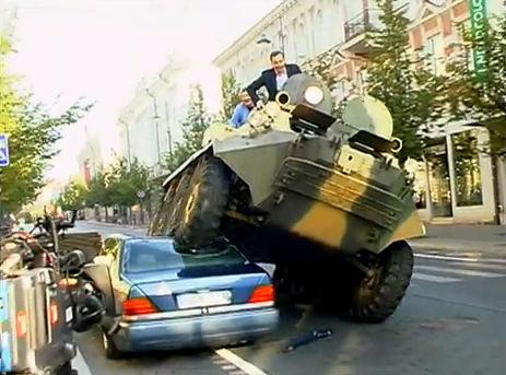 Mayor crushes illegally parked car with tank (Screengrab)