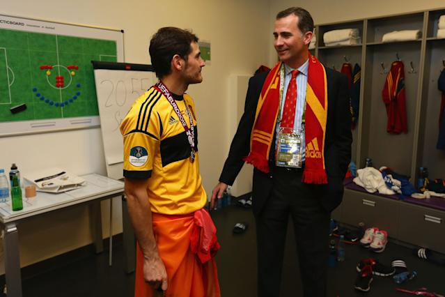 KIEV, UKRAINE - JULY 01: Prince Felipe of Spain speaks to Iker Casillas of Spain in the dressing room following the UEFA EURO 2012 final match between Spain and Italy at the Olympic Stadium on July 1, 2012 in Kiev, Ukraine. (Photo by Handout/UEFA via Getty Images)