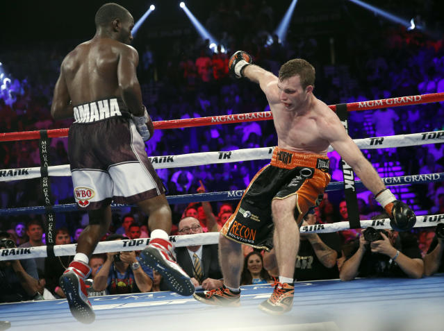 Terence Crawford, left, knocks Jeff Horn, of Australia, off his balance during their welterweight title boxing match, Saturday, June 9, 2018, in Las Vegas. (AP Photo/John Locher)