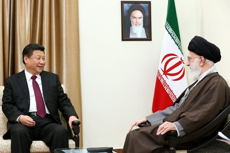 A picture provided by the office of Iran's supreme leader Ayatollah Ali Khamenei shows him (R) meeting with Chinese President Xi Jinping in Tehran on January 23, 2016 (AFP Photo/)
