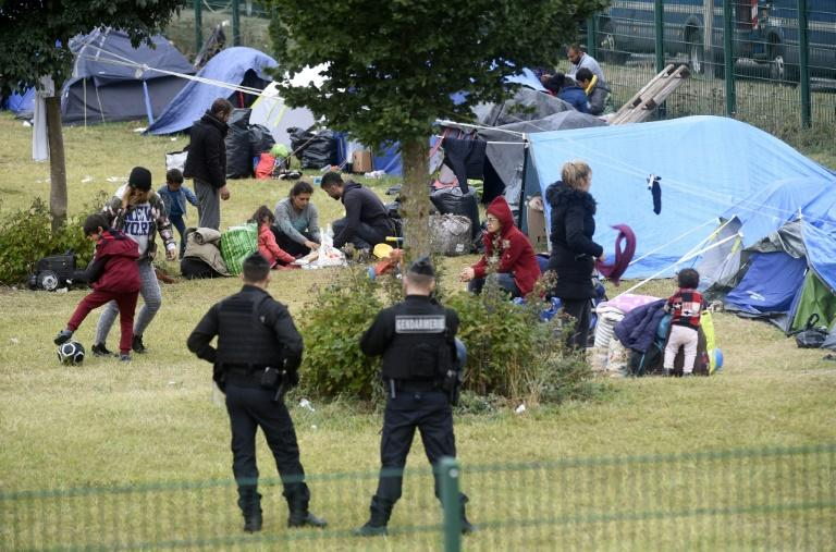 Some 800 migrants pitched tents around the gymnasium where around 170 people had been sheltering