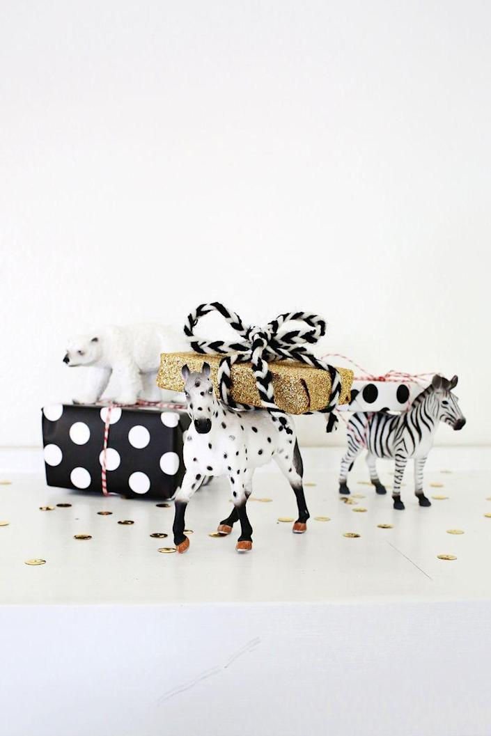 """<p>Who can feel awkward around a parade of adorable animals bringing gift cards galore? <i>(Photo: <a href=""""http://www.abeautifulmess.com/2014/12/5-creative-ways-to-wrap-gift-cards.html"""" rel=""""nofollow noopener"""" target=""""_blank"""" data-ylk=""""slk:A Beautiful Mess"""" class=""""link rapid-noclick-resp"""">A Beautiful Mess</a>)</i></p>"""