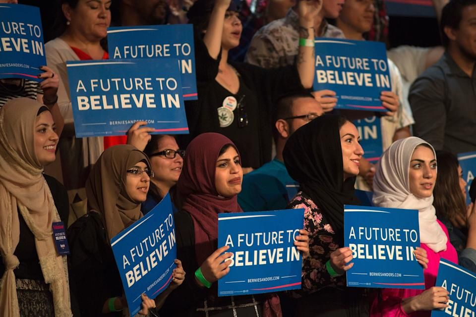 Muslim woman support Democratic presidential candidate Bernie Sanders during a 2016 campaign rally in Riverside, California. (Photo: DAVID MCNEW/AFP via Getty Images)