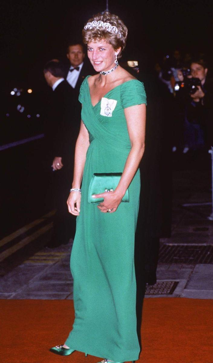 <p>Diana wore emerald green Catherine Walker dress to a state banquet at the Dorchester Hotel in 1993.</p>