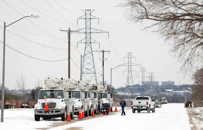 <p>Electric service trucks line up after a snow storm on February 16, 2021 in Fort Worth, Texas. </p> (Getty Images)