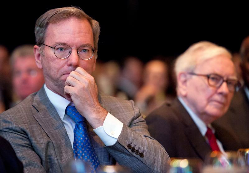 Eric Schmidt, then executive chairman at Google, and Warren Buffett, chairman and CEO at Berkshire Hathaway, Inc., attend the Economic Club of Washington's 25th anniversary celebration dinner in Washington, Tuesday, June 5, 2012. (AP Photo/Cliff Owen)
