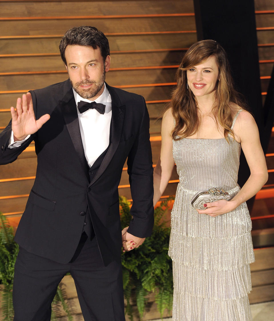 WEST HOLLYWOOD, CA - MARCH 02:  Actors Ben Affleck and wife Jennifer Garner arrive at the 2014 Vanity Fair Oscar Party Hosted By Graydon Carter on March 2, 2014 in West Hollywood, California.  (Photo by C Flanigan/WireImage)