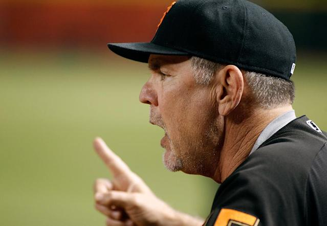 PHOENIX, AZ - SEPTEMBER 25: Manager Bruce Bochy #15 of the San Francisco Giants calls out to his players during the seventh inning of a MLB game against the Arizona Diamondbacks at Chase Field on September 25, 2017 in Phoenix, Arizona. Ralph Freso/Getty Images/AFPPHOENIX, AZ - SEPTEMBER 25: Manager Bruce Bochy #15 of the San Francisco Giants calls out to his players during the seventh inning of a MLB game against the Arizona Diamondbacks at Chase Field on September 25, 2017 in Phoenix, Arizona. Ralph Freso/Getty Images/AFP (AFP Photo/Ralph Freso)