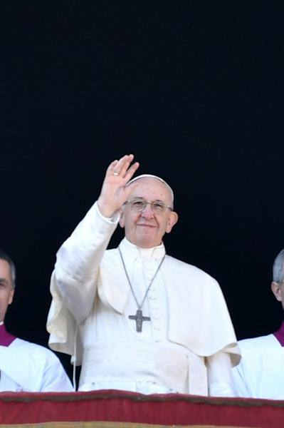 """Pope Francis gives his fifth """"Urbi et Orbi"""" (To the City and The World) Christas message"""