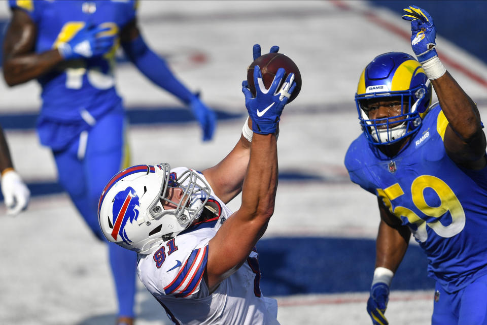 Buffalo's Tyler Kroft (81) catches the game-winning touchdown in front of Rams defender Micah Kiser (59). (AP Photo/Adrian Kraus)