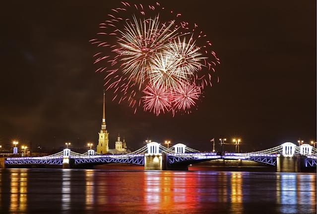 <p>Fireworks go off over central St Petersburg during New Year celebration. (Photo: Alexander Demianchuk\TASS via Getty Images) </p>