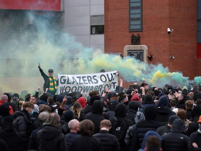 Manchester United fans protest against the Glazers (AFP via Getty Images)