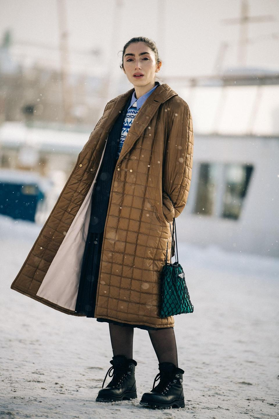 <p>Team up a midlength quilted jacket with a chunky combat boot that hits just above the ankle.</p>