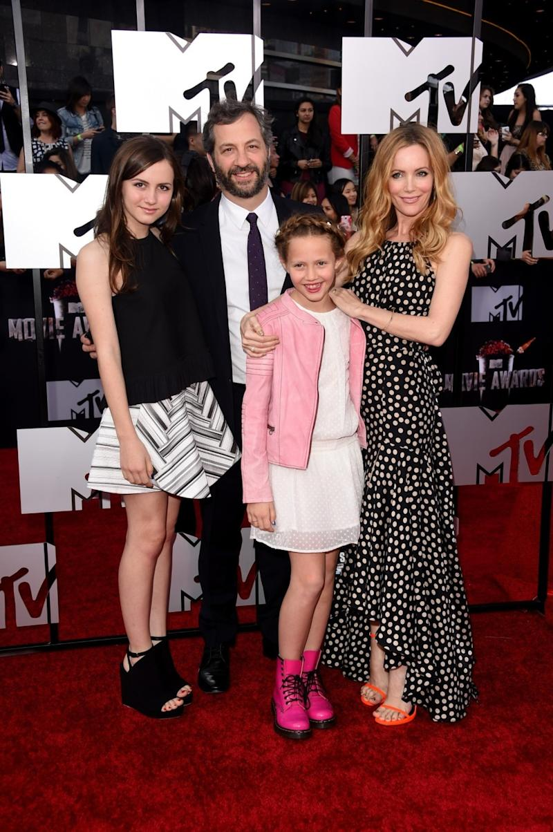 Actress Maude Apatow, producer-director Judd Apatow, actress Iris Apatow, and actress Leslie Mann at a premiere.