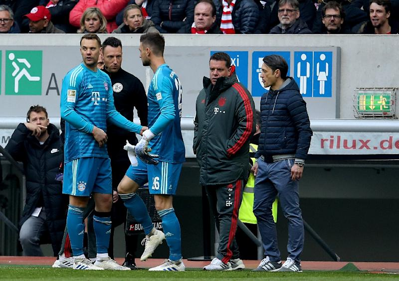 Bayern Munich goalkeeper Manuel Neuer (L) was substituted after sustaining a calf injury against Fortuna Duesseldorf on Sunday