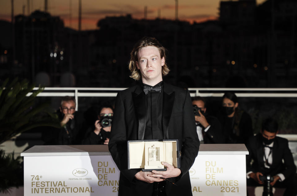 Caleb Landry Jones poses for photographers with the award for best actor for the film' Nitram' during the awards ceremony at the 74th international film festival, Cannes, southern France, Saturday, July 17, 2021. (Photo by Vianney Le Caer/Invision/AP)