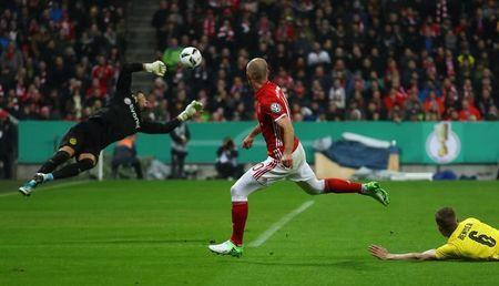 Soccer Football - Bayern Munich v Borussia Dortmund - DFB Pokal Semi Final - Allianz Arena, Munich, Germany - 26/4/17 Bayern Munich's Arjen Robben misses a chance to score Reuters / Kai Pfaffenbach Livepic