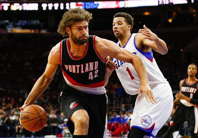 Sources: Robin Lopez expected to miss month with broken hand