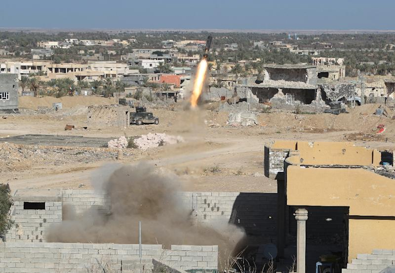 A Rocket Propelled Grenade (RPG) is fired by Iraqi security forces in the rural town of Husayba, in the Euphrates Valley seven kilometres east of Ramadi on December 7, 2015 (AFP Photo/Ahmad Al-Rubaye)