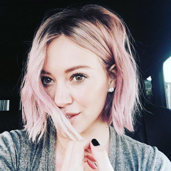 This morning, Hilary debuted her brand new pink do on Instagram.