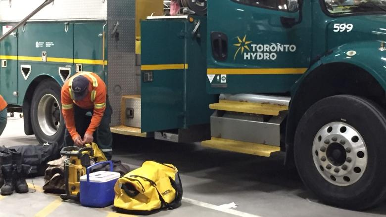 Power restored to about 1,000 in Toronto's east end